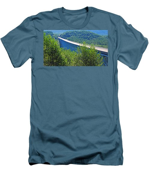 Hoffstadt Creek Bridge To Mount St. Helens Men's T-Shirt (Athletic Fit)