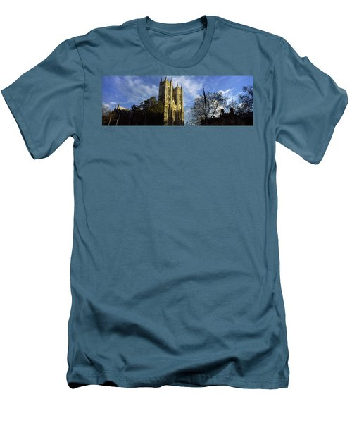 Low Angle View Of An Abbey, Westminster Men's T-Shirt (Slim Fit) by Panoramic Images