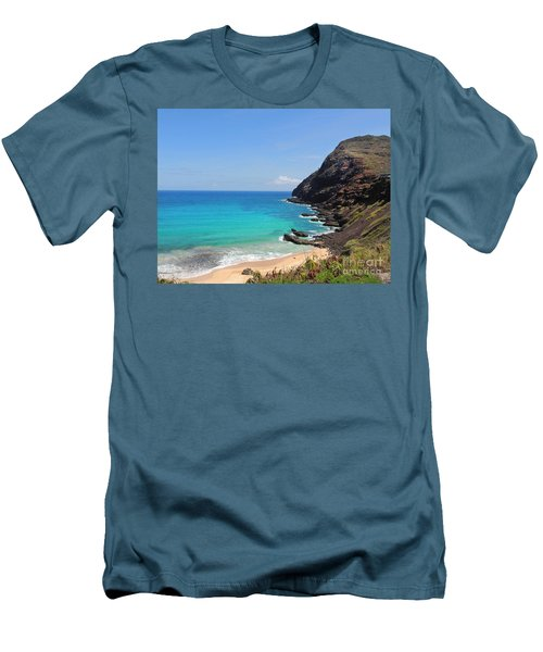 Makapu'u Beach  Men's T-Shirt (Athletic Fit)