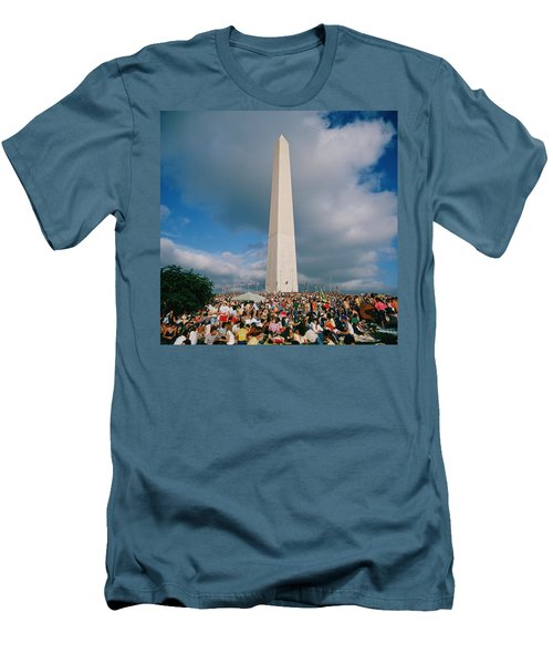 People At Washington Monument, The Men's T-Shirt (Slim Fit) by Panoramic Images