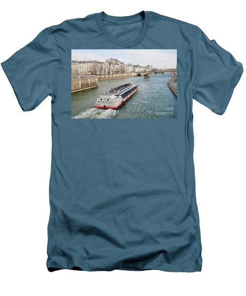 River Seine Excursion Boats Men's T-Shirt (Athletic Fit)