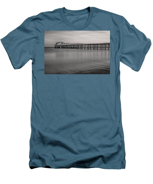 Romeo's Pier Bw Men's T-Shirt (Athletic Fit)