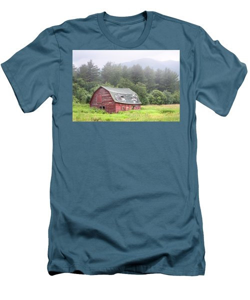 Rustic Landscape - Red Barn - Old Barn And Mountains Men's T-Shirt (Slim Fit)