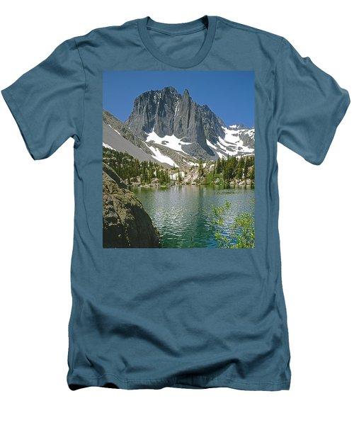 2m6437-temple Crag Men's T-Shirt (Athletic Fit)