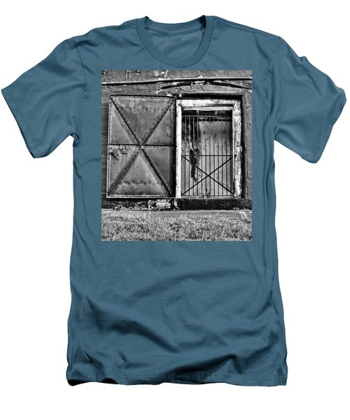 The Old Fort Gate-black And White Men's T-Shirt (Athletic Fit)