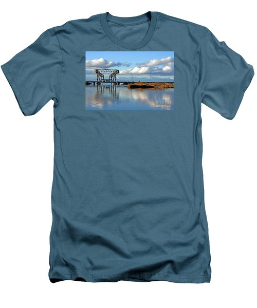 Train Bridge Men's T-Shirt (Athletic Fit)