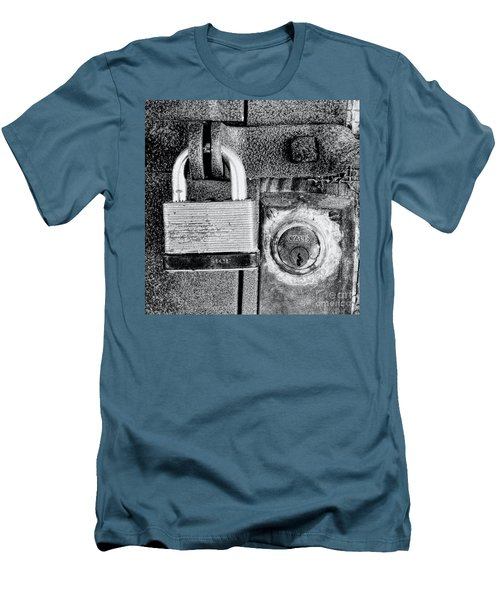Two Rusty Old Locks - Bw Men's T-Shirt (Athletic Fit)