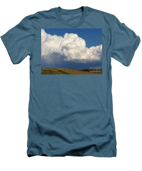 Storm's A Brewin' Men's T-Shirt (Slim Fit)