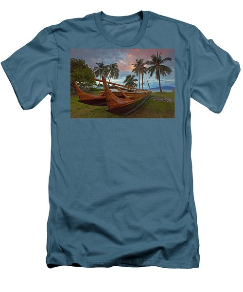 Hawaiian Sailing Canoe Men's T-Shirt (Slim Fit)