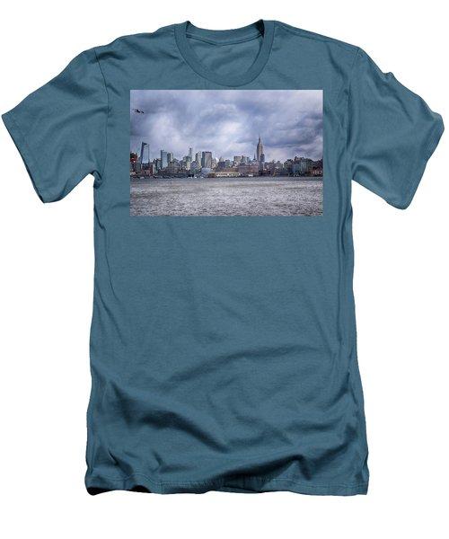 New York Skyline Men's T-Shirt (Slim Fit) by Dyle Warren