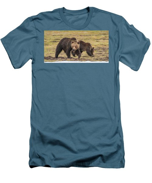 A Mini-mom And Yearling Men's T-Shirt (Athletic Fit)