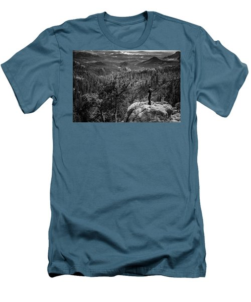 Needles Point South Dakota Men's T-Shirt (Athletic Fit)