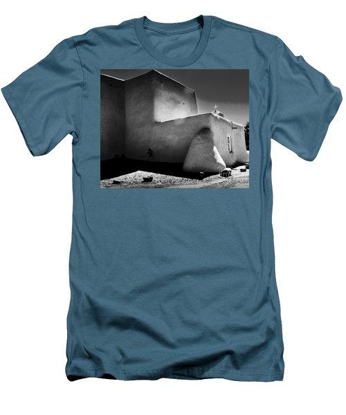 Adobe Church In B-w Men's T-Shirt (Athletic Fit)