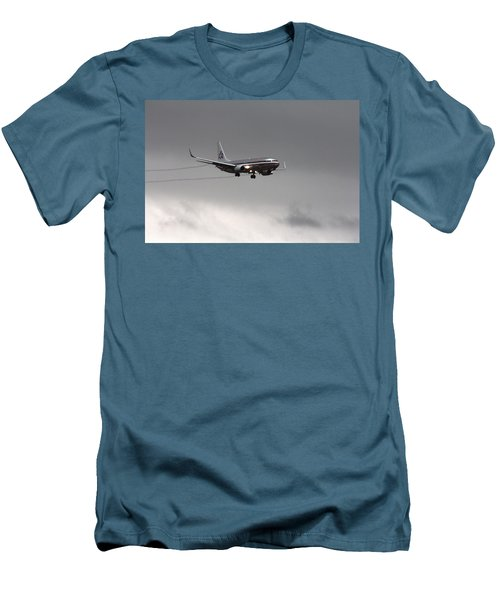 American Airlines-landing At Dfw Airport Men's T-Shirt (Slim Fit) by Douglas Barnard