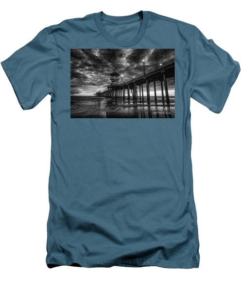 Black And White Huntington Beach Pier Men's T-Shirt (Athletic Fit)