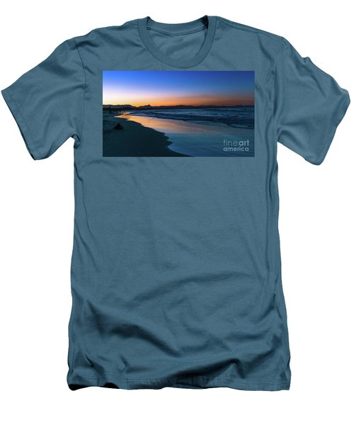 Byron Bay After The Sun Sets Men's T-Shirt (Athletic Fit)