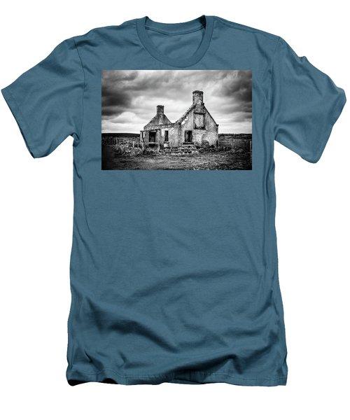 Derelict Croft Men's T-Shirt (Athletic Fit)