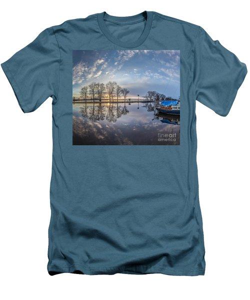 Dutch Delight-4 Men's T-Shirt (Athletic Fit)