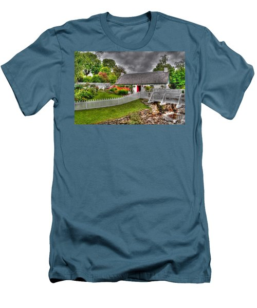Edradour Distillery Shop Men's T-Shirt (Athletic Fit)