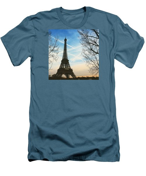 Eiffel Tower And Contrails Men's T-Shirt (Slim Fit)