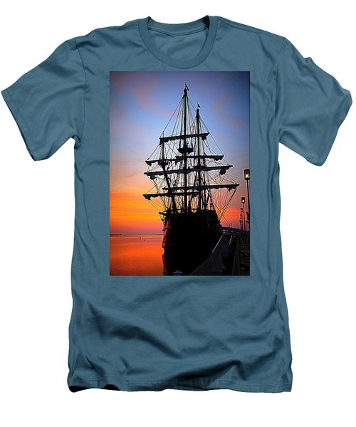 El Galeon At Sunrise Men's T-Shirt (Athletic Fit)