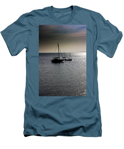 Fishing Boats Essex Men's T-Shirt (Athletic Fit)