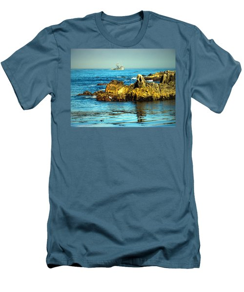 Fishing Monterey Bay Ca Men's T-Shirt (Athletic Fit)