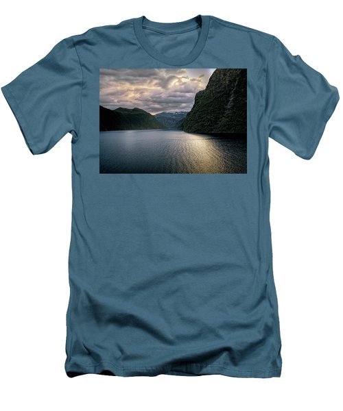 Geiranger Fjord Men's T-Shirt (Athletic Fit)