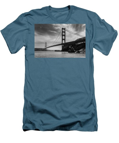 Golden Gate East Bw Men's T-Shirt (Athletic Fit)