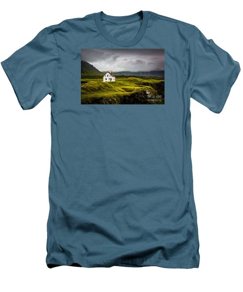 Iceland Scene Men's T-Shirt (Athletic Fit)
