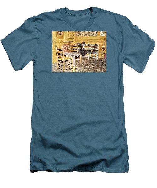 In The Barn Men's T-Shirt (Slim Fit) by Susan Leggett