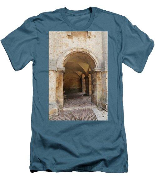 Italy - Door Sixteen Men's T-Shirt (Athletic Fit)