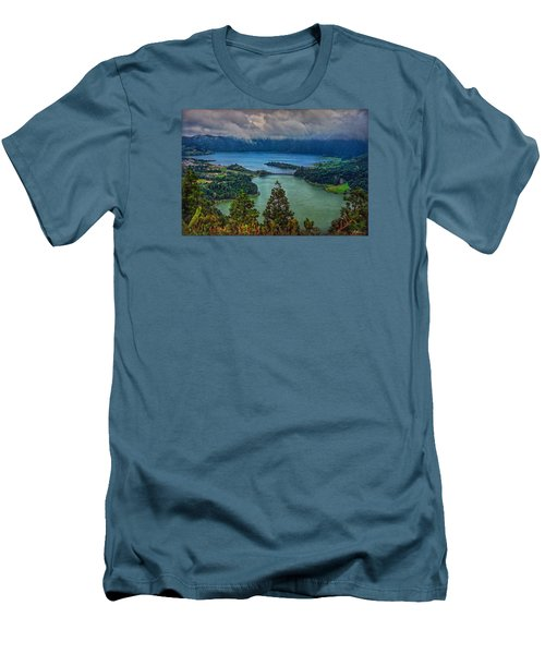 Lagoa Verde E Lagoa Azul Men's T-Shirt (Athletic Fit)