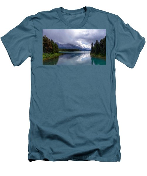 Maligne Lake Men's T-Shirt (Athletic Fit)