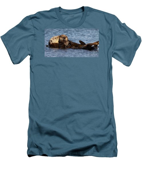 Mother Sea Otter Cuddling Baby Men's T-Shirt (Athletic Fit)
