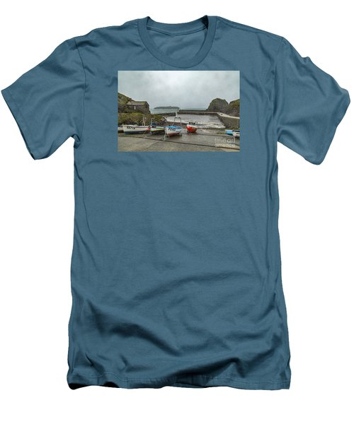 Mullion Cove Harbour Men's T-Shirt (Athletic Fit)
