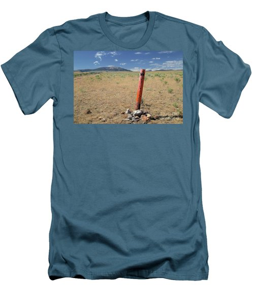 Nevada State Line Men's T-Shirt (Athletic Fit)