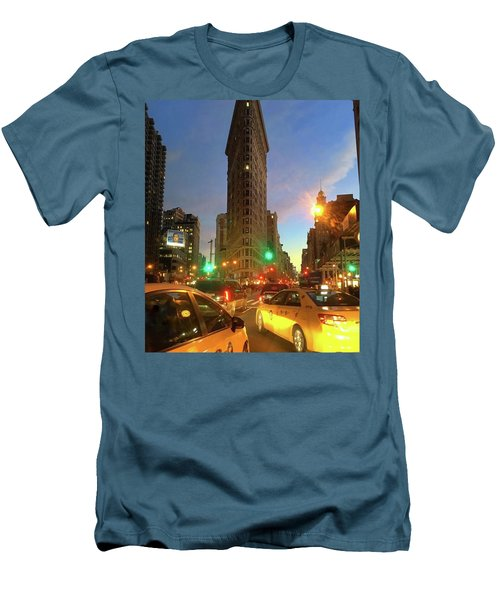 New York City Life Men's T-Shirt (Athletic Fit)