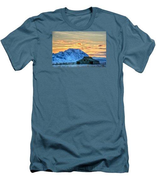 Old Barn Men's T-Shirt (Slim Fit) by Fiskr Larsen