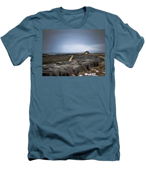 Old Fisherman's Coastal House Men's T-Shirt (Athletic Fit)