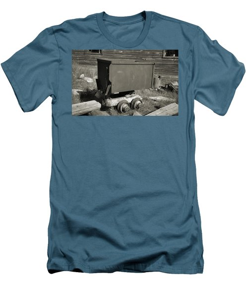 Old Mining Cart Men's T-Shirt (Athletic Fit)