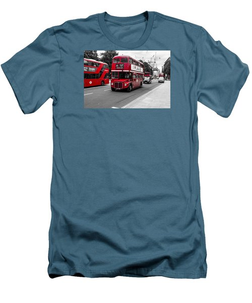 Old Red Bus Bw Men's T-Shirt (Athletic Fit)