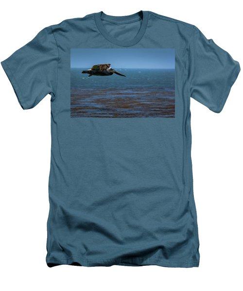Pelican  Men's T-Shirt (Athletic Fit)