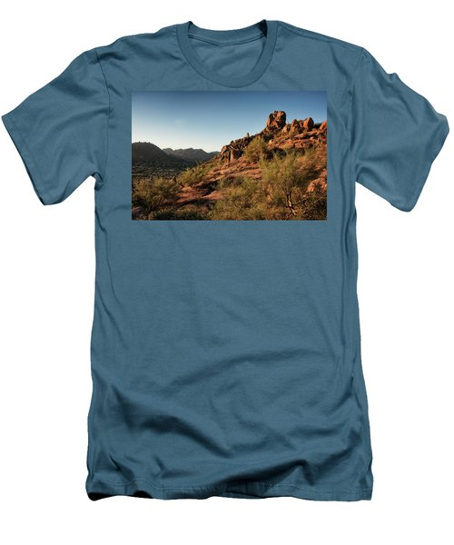 Pinnacle Peak  Men's T-Shirt (Athletic Fit)