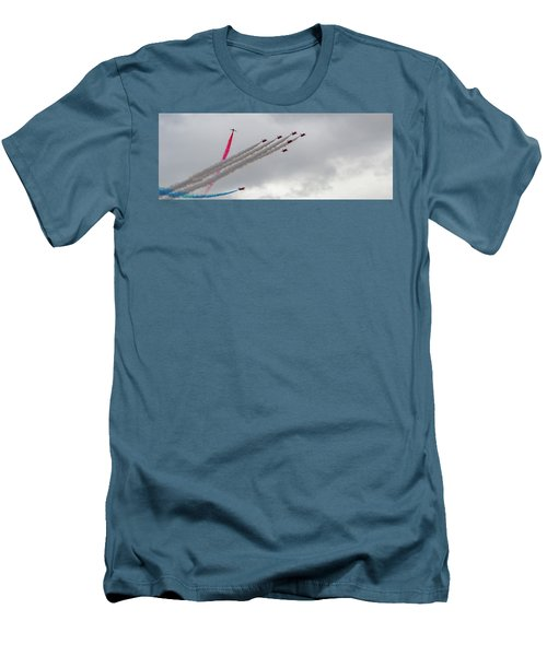 Raf Scampton 2017 - Red Arrows Tornado Formation Men's T-Shirt (Athletic Fit)