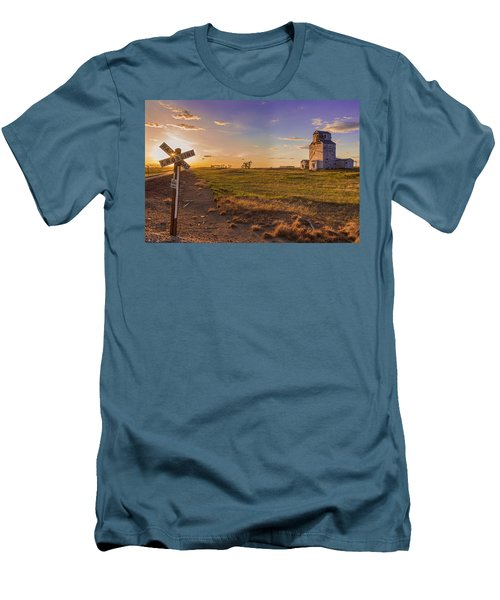 End Of The Day On The Montana Hi Line Men's T-Shirt (Athletic Fit)