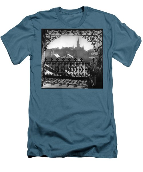 St Louis Cathedral In Frame Men's T-Shirt (Athletic Fit)