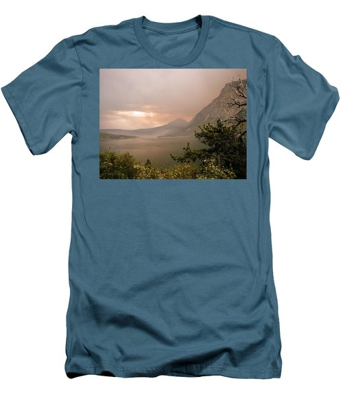 St Mary Lake In The Smoke Men's T-Shirt (Slim Fit)