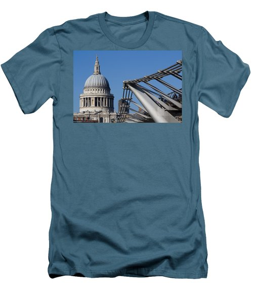 St Pauls Cathedral And The Millenium Bridge  Men's T-Shirt (Athletic Fit)