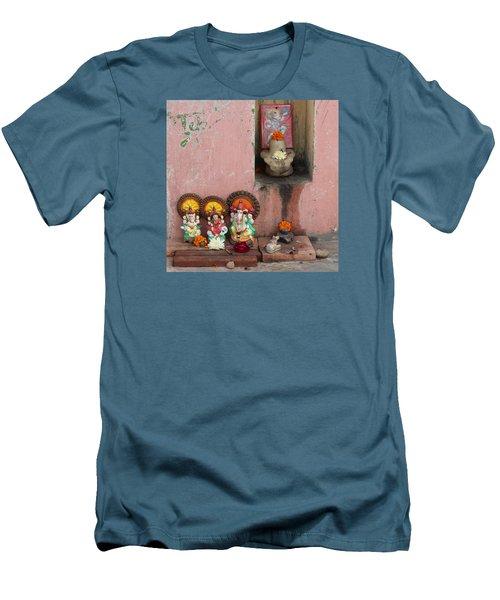 Street Temple, Haridwar Men's T-Shirt (Athletic Fit)